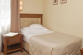 81022_005_Guestroom