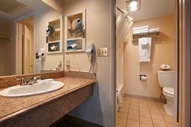 05369_006_Guestroom