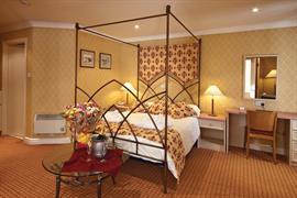everglades-park-hotel-bedrooms-06-83898