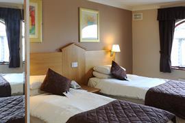 everglades-park-hotel-bedrooms-11-83898