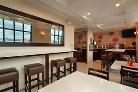05663_004_Restaurant