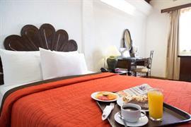 70171_006_Guestroom