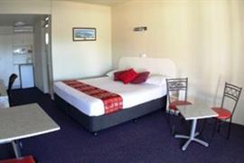 90935_002_Guestroom