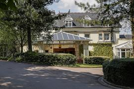 blunsdon-house-hotel-grounds-and-hotel-41-83070