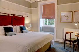 hallgarth-the-manor-house-bedrooms-01-84255