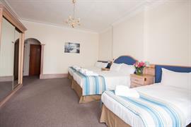 hotel-collingwood-bedrooms-02-56104