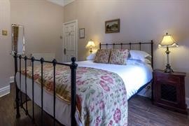 lamb-and-lion-inn-bedrooms-09-56100