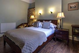 lamb-and-lion-inn-bedrooms-15-56100