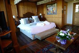 93834_005_Guestroom