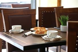 the-putney-hotel-dining-01-84258