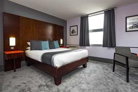 sheffield-metropolitan-hotel-bedrooms-02-84260