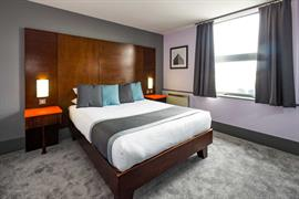 sheffield-metropolitan-hotel-bedrooms-03-84260