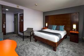 sheffield-metropolitan-hotel-bedrooms-04-84260