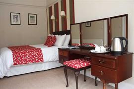 sure-hotel-lockerbie-bedrooms-02-83550