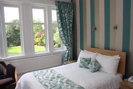 sure-hotel-lockerbie-bedrooms-04-83550