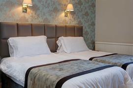 sure-hotel-lockerbie-bedrooms-16-83550