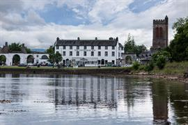 the-inveraray-inn-grounds-and-hotel-01-83551