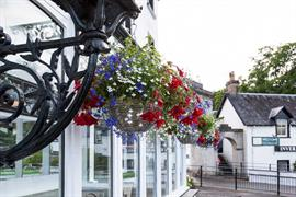 the-inveraray-inn-grounds-and-hotel-03-83551