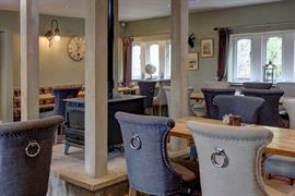 the-new-hobbit-hotel-dining-01-84256