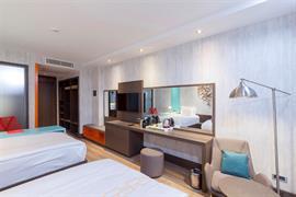78034_006_Guestroom